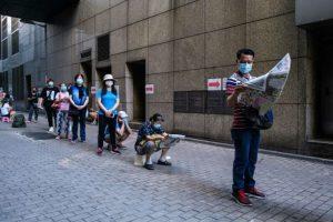 Hong Kong refuerza las restricciones contra el coronavirus