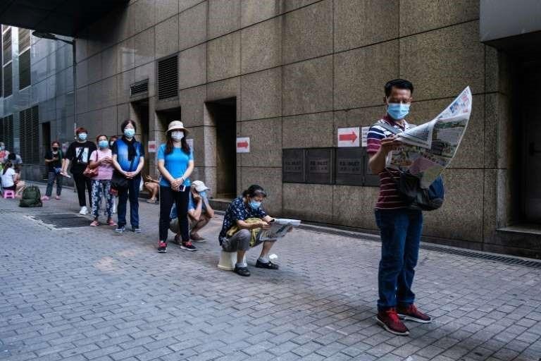 En este momento estás viendo Hong Kong refuerza las restricciones contra el coronavirus