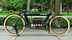 Parece una bicicleta modificada, pero es una moto de más de 100 años de antigüedad