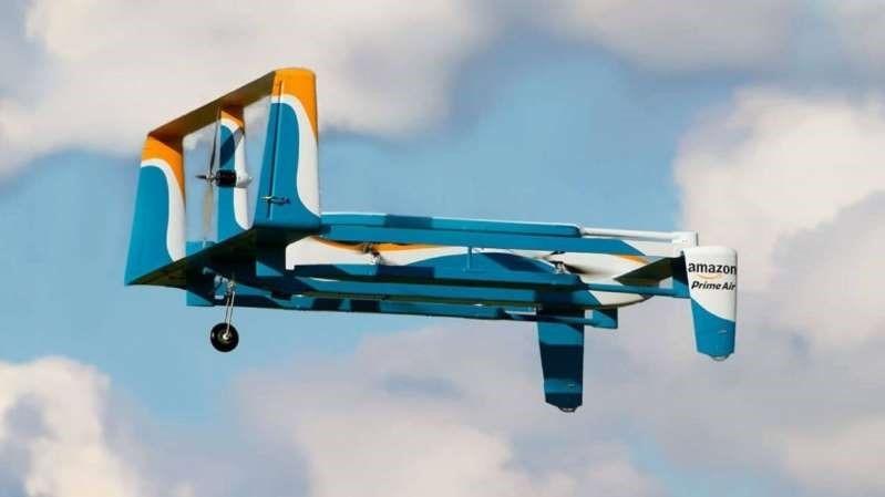 En este momento estás viendo Sale a la venta esta semana: cómo es el dron que remolca esquiadores, surfistas y skaters