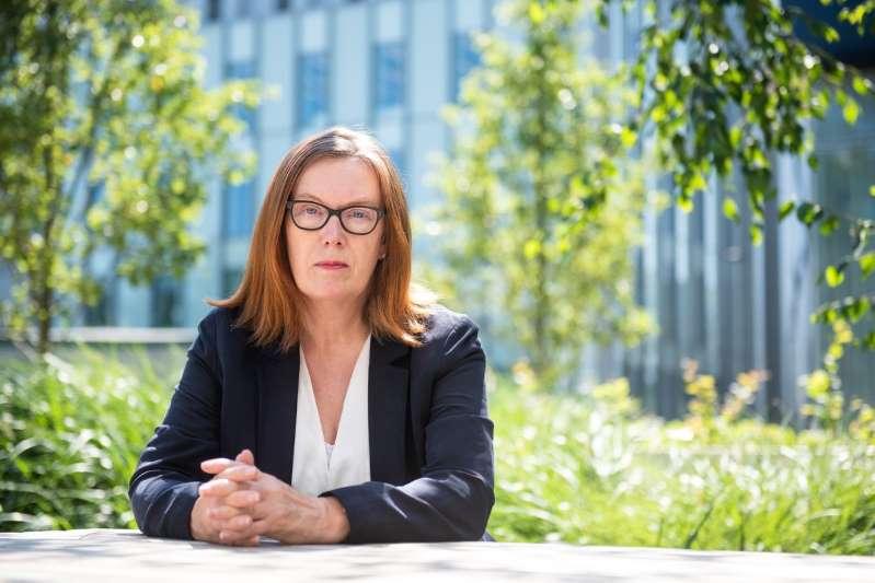 En este momento estás viendo Sarah Gilbert, la científica que lideró el proyecto de la vacuna de Oxford: «Hay que esperar los resultados de fase 3»