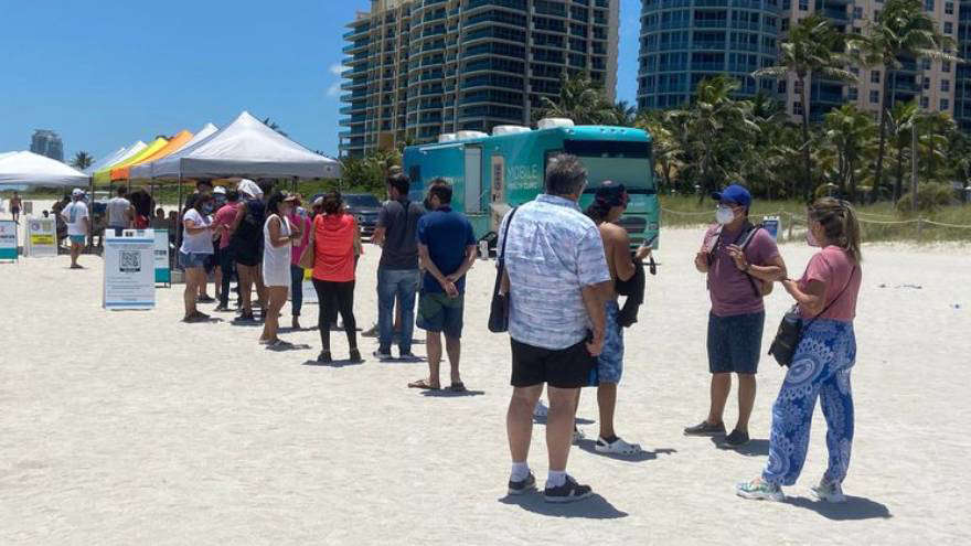 Más argentinos van a Miami a vacunarse: el «pinchazo» es gratis pero, ¿cuánto hay que gastar?