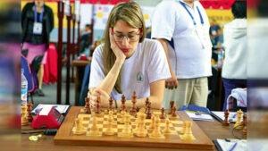Lee más sobre el artículo Quién es Carolina Luján, la líder argentina de ajedrez