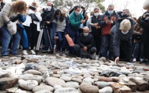 """Lee más sobre el artículo """"Marcha de las piedras"""": el Gobierno construirá un espacio de memoria"""